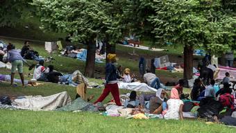 Migranten am italienischen Grenzort Como. (Archiv)