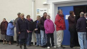Warteschlange vor Abstimmungslokal in Port Stanley: 1500 Stimmberechtigte sind an die Urnen gerufen