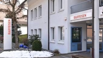 Raiffeisenbanken Holderbank (im Bild) und Mümliswil-Ramiswil soll mit Dünnerntal fusionieren, sagen deren Mitglieder.