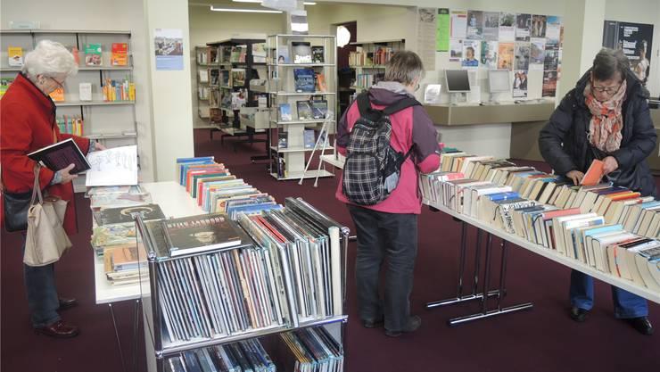 Da die Stadtbibliothek bald umgebaut wird, bietet sie noch bis zum 11. März einen «Rausverkauf» an.