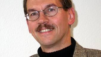 Die Kommission Zukunft Oberengstringen (ZOE) wurde ins Leben gerufen, nachdem der Gemeinderat letztes Jahr aufgefordert wurde, etwas zur Attraktivitätssteigerung der Gemeinde zu zun. Sie besteht aus fünf Vertretern der Ortsparteien, zwei Gemeinderäten und zwei ausgewählten Bürgern. Sie wird geleitet von Mark Würth (Bild), der beruflich als Leiter der Stadtentwicklung Winterthur tätig ist. (BHI)