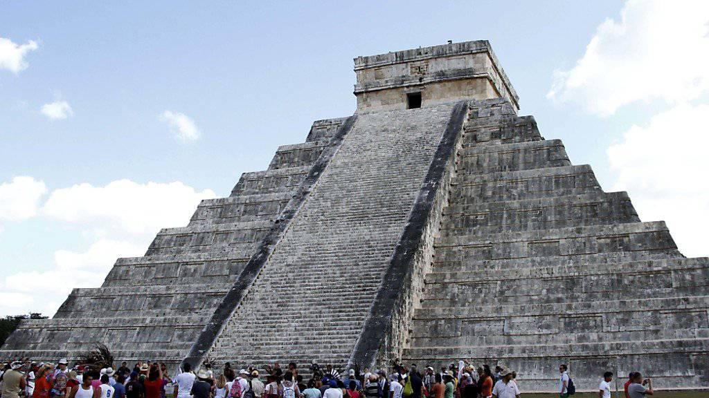 In der Kukulkán-Pyramide in der mexikanischen Ruinenstadt Chichén Itzá haben Wissenschaftler bislang unbekannte Gebäudeteile entdeckt. (Archiv)