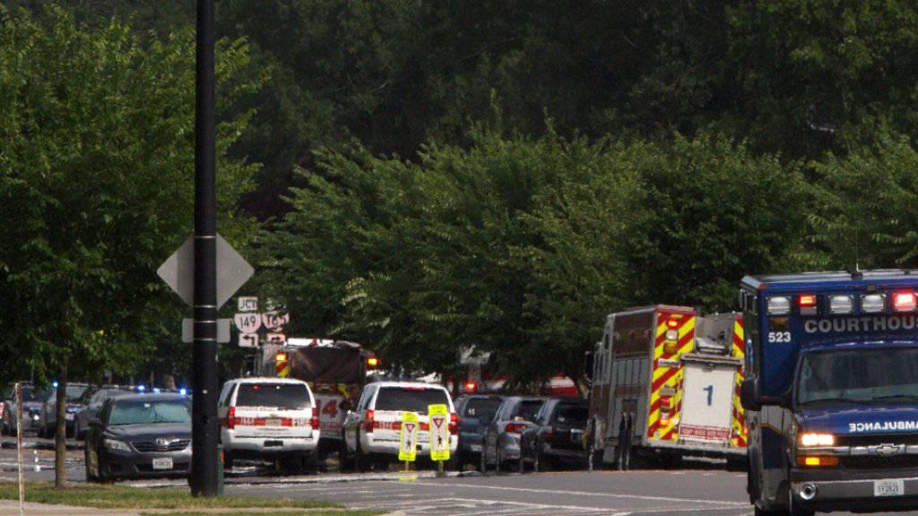 Bei einer Schiesserei in den USA sind am Freitag (Ortszeit) mehrere Menschen ums Leben gekommen.