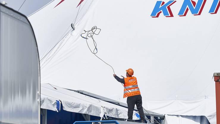 Zirkus Knie auf dem Sechseläutenplatz: Der Zirkus Knie stellt das neue Zelt auf dem Sechseläutenplatz in Zürich auf. Aufgenommen am 02. Mai 2019.
