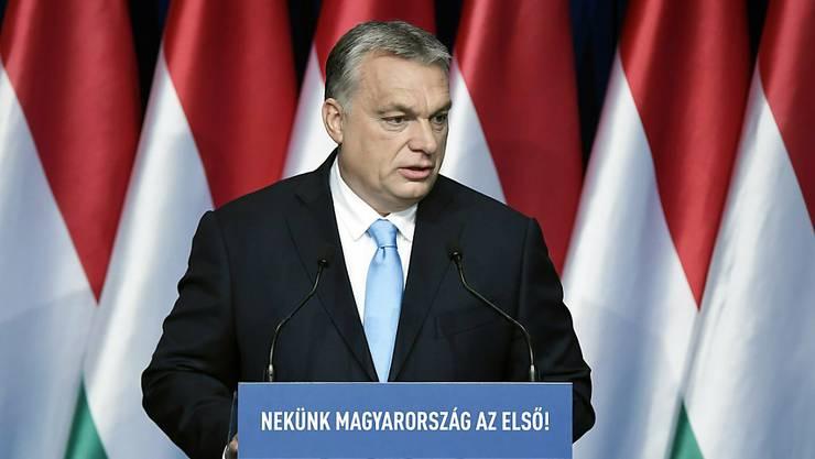 Ungarns Ministerpräsident Viktor Orban kündigt finanzielle Anreize für Frauen an, mehrere Kinder zu haben.