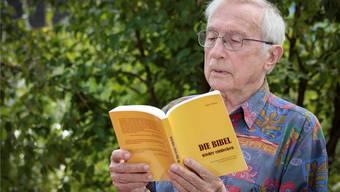Hans Widmer lässt in seinem Buch Geschichten und Erklärungen zusammenfliessen. Peter Siegrist