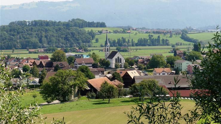 Schönes Dorf, viel Arbeit für den Gemeinderat: Der Lohn dafür soll um 33 Prozent angehoben werden. ES/Archiv