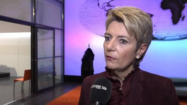 14. Februar: Bundesrätin Karin Keller-Sutter wirbt für die EU-Waffenrichtlinie