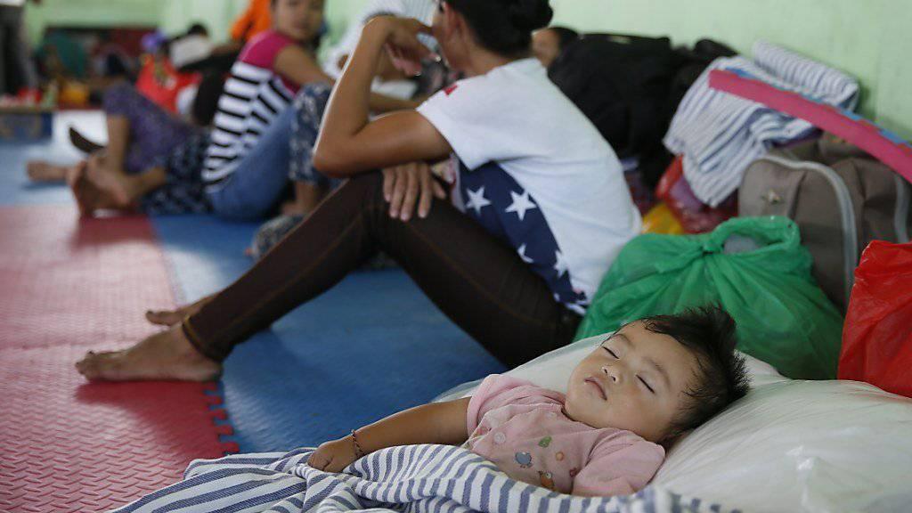 Wegen dem drohenden Vulkanausbruch sind mehr als zehntausend Anwohner in Notunterkünften untergebracht.
