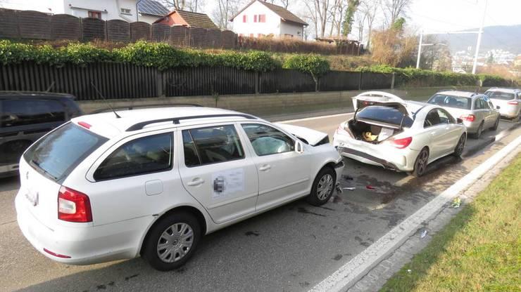 Insgesamt wurden vier Autos beschädigt.