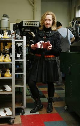 Barbara Artmann in der Produktionsstätte.
