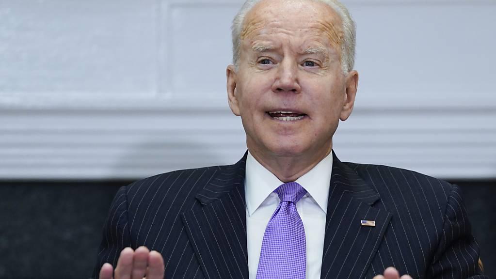 Joe Biden, Präsident der USA, spricht während eines Treffens im Roosevelt-Raum des Weissen Hauses.
