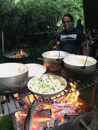 KOchen für 50 Personen auf dem Feuer