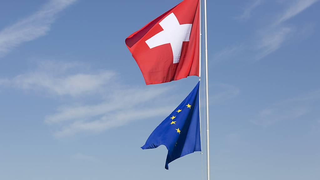 Die Mehrheit der Schweizerinnen und Schweizer wünscht sich laut einer Umfrage stabile Beziehungen zur Europäischen Union. (Archivbild)
