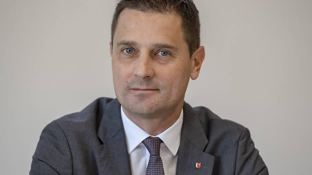 Der Schwyzer Baudirektor André Rüegsegger (SVP) will bei fünf grossen Strassenbauprojekten vorwärts machen. (Archivaufnahme)