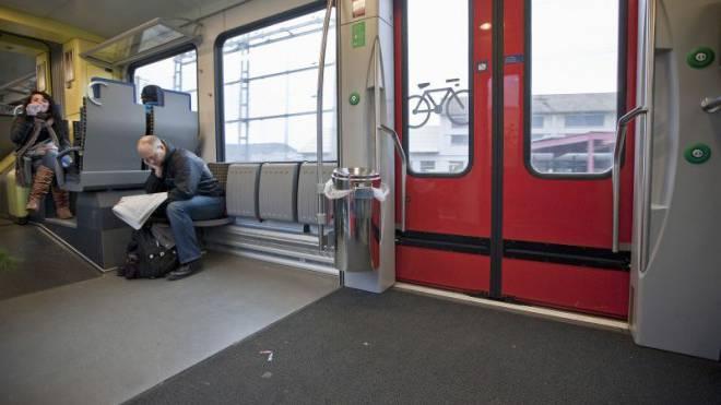 Ein Eimer pro Türe: Die SBB erschweren die Abfallentsorgung in den Zügen. Foto: Keystone
