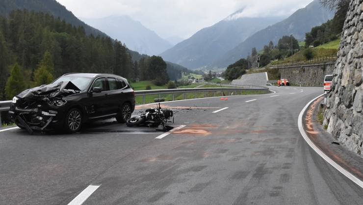 Die Unfallstelle in Giarsun - der Motorradfahrer war auf die Gegenfahrbahn geraten und frontal mit dem entgegen kommenden Auto kollidiert.