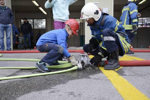 Jeder packt bei der Feuerwehr-Hauptübung an, wo er nur kann.