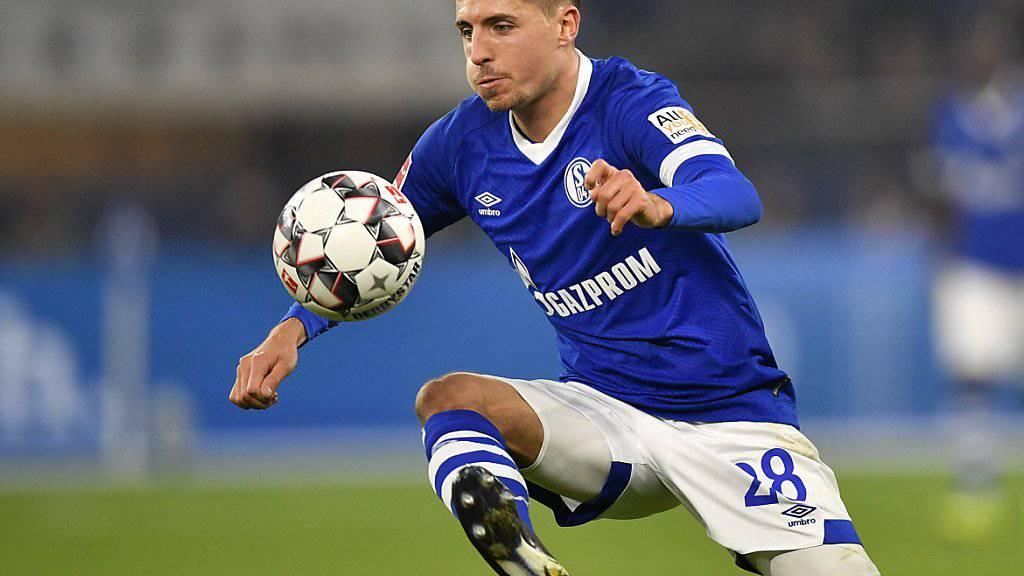 Schalkes Alessandro Schöpf muss sich gedulden, bis er wieder dem Ball nachjagen kann