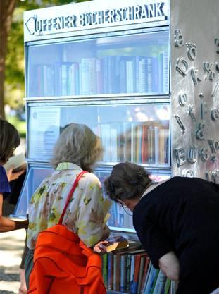 Ein Blick, ein Griff: Ab sofort wartet der Offene Bücherschrank auf Kundschaft – 24 Stunden am Tag, 365 Tage im Jahr.