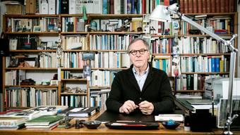 Portrait von Schriftsteller Klaus Merz in seinem Zuhause in Unterkulm.