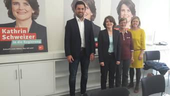 Die Kandidatin und ihre Unterstützer: (v.l.) Adil Koller, Kathrin Schweizer, Regula Meschberger und Florence Brenzikofer.