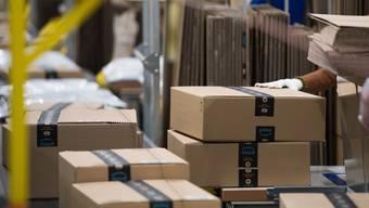 Die Lieferungen ausländischer Online-Händler sind dem Bundesrat ein Dorn im Auge. Die Produkte werden oftmals nicht versteuert.