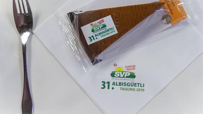 """Mit dem """"Marsch der Zürcher SVP"""" ist am Freitagabend die 31. Albisgüetli-Tagung der SVP eröffnet worden. (KEYSTONE/Melanie Duchene)"""