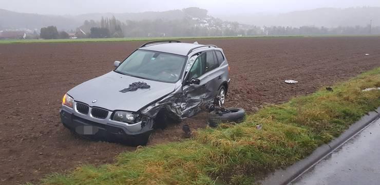 Die Lenker der beiden Autos wurden verletzt und ins Spital gebracht.