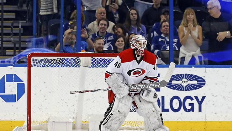 NHL-Debüt der besonderen Art: Carolinas Not-Backup Jorge Alves darf in den letzten Sekunden gegen Tampa Bay ins Tor