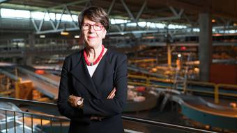 Die in die Kritik geratene Post-Chefin Susanne Ruoff im Paketzentrum Härkingen. (Archiv)