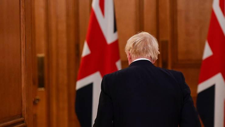 Boris Johnson, Premierminister von Großbritannien, verlässt eine Pressekonferenz. Foto: Toby Melville/PA Wire/dpa