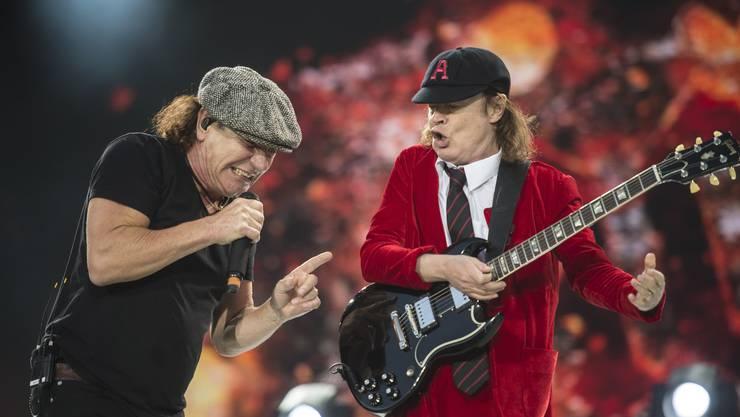 Auch wenn sie nicht mehr die Jüngsten sind – Brian Johnson und Angus Young zeigen eine super Show.