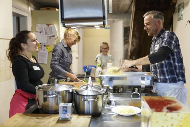 In der Küche ist Teamwork gefragt.01