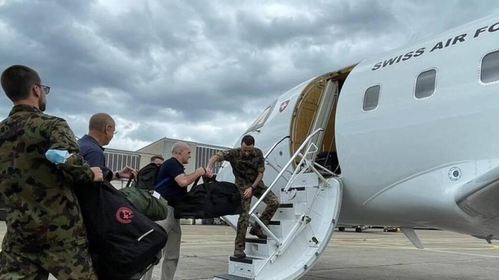 Schweiz schickt Armeehelikopter gegen Brände in Griechenland