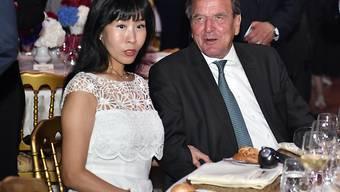 Am 2. Mai in Seoul geheiratet, nun folgt in Berlin die Party: Der einstige deutsche Bundeskanzler Gerhard Schröder und die Koreanerin Soyeon Kim. (Archiv)