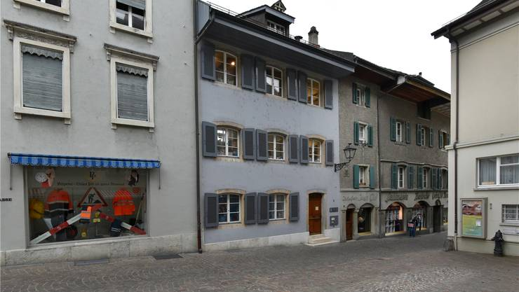 Der Standort der Jugendbibliothek (Liegenschaft mit Laterne) steht zur Debatte.