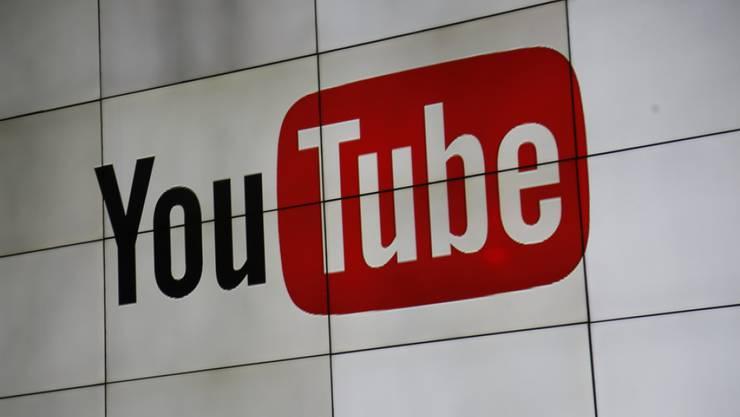 Live-Auftritte von Stars auf YouTube sind bei Fans beliebt. Die Kommentare der oft vielen tausend Zuschauer können wegen der hohen Anzahl aber oft nicht mehr gelesen werden.