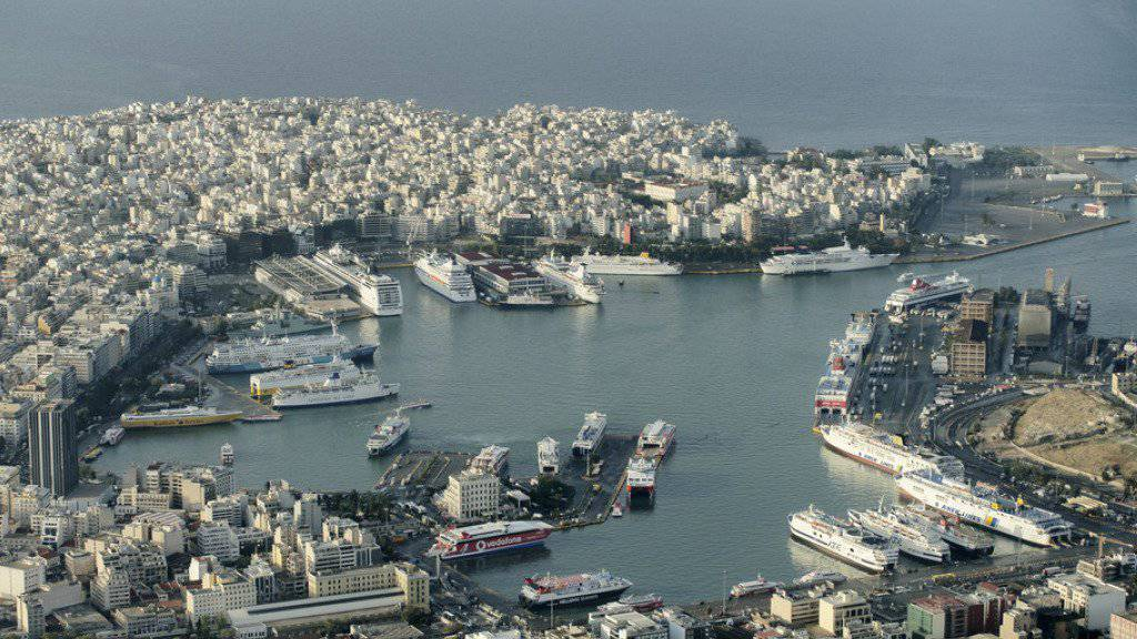 Der Hafen von Piräus wird chinesisch. Die chinesische Grossreederei Cosco erwarb eine Mehrheit der Aktien am grössten Hafen Griechenlands. (Archiv)