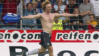 """Ex-Fussballprofi Ansgar Brinkmann, hier 2002 nach einem Torschuss für Arminia Bielefeld, kehrte der RTL-Dschungelshow """"Ich bin ein Star - Holt mich hier raus"""" Ende Januar 2018 den Rücken. (Archiv)"""