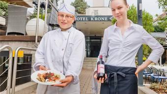 Am Schnuppertag, organisiert vom Gewerbeverein Lenzburg und Umgebung, erhielten Stefan Wildi und Marion Gilbert im vergangenen Jahr in der «Krone», Lenzburg, Einblick in die Berufe Koch und Restaurationsfachfrau.