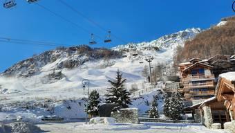 Die Skilifte stehen still in Val d'Isère. Die Touristen bleiben darum fern.