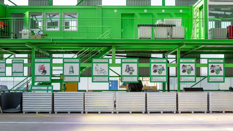 Gemeinden schliessen ihre Entsorgungsmöglichkeiten auf Werkhöfen oder stellen die Papier- und Kartonsammlung ein. Nun laden die Einwohner ihren Abfall bei der Nachbargemeinde ab. (Archivbild)