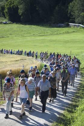 Rekord: Auf der 1. Etappe der Saison von Endingen nach Niederweningen liefen 207 Leserwanderer mit.