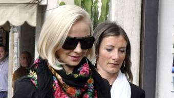 Domnica Cemortan (l) am Montag vor dem Gericht in Grosseto