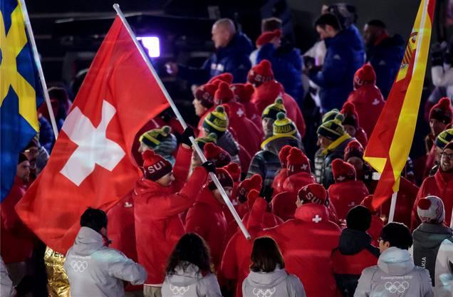 Heute Medaillengewinner, morgen Vorbild: Ramon Zenhäusern als Schweizer Fahnenträger bei der Schlussfeier.