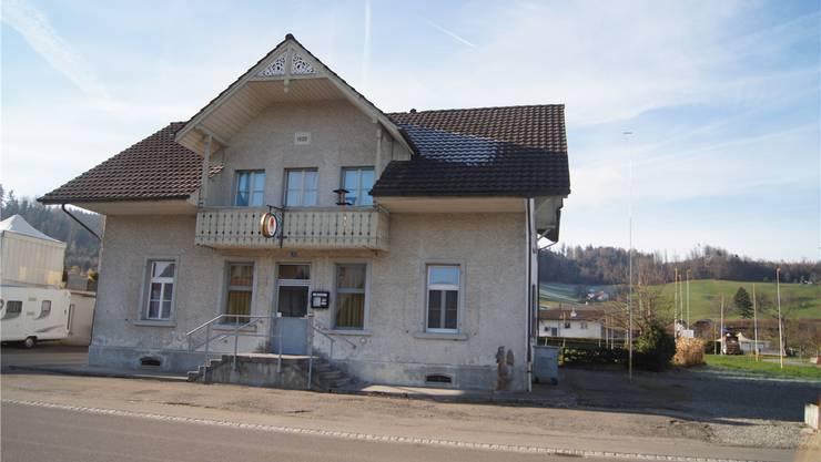 Vor über einem Jahrhundert gebaut: Das alte Käsereigebäude an der Dorfstrasse in Wittwil soll abgerissen werden. Das Gesuch wird derzeit geprüft.MEB