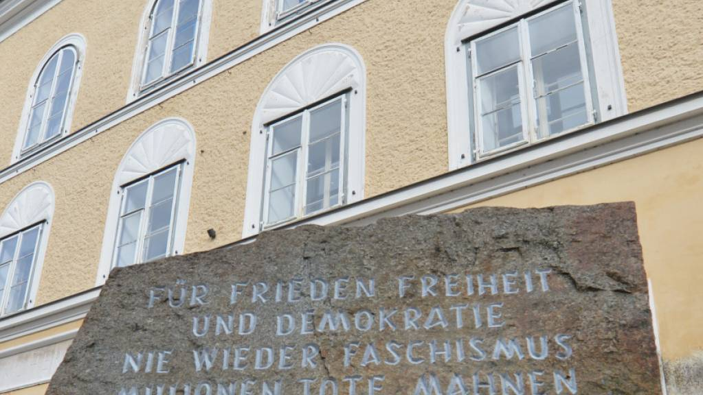 Das Geburtshaus von Adolf Hitler im österreichischen Braunau: künftig soll es von der Polizei genutzt werden und so der Erinnerung an den Nationalsozialismus entzogen werden. (Archivbild)