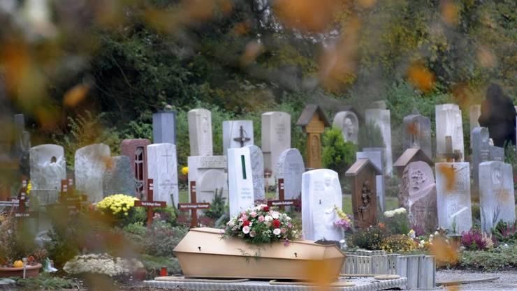 Die Gemeinde Mellingen ist über den Einbruch im Friedhof schockiert (Symbolbild)