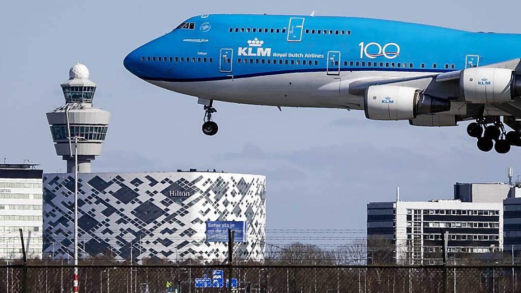 Die Fluggesellschaft Air France KLM erhält eine Finanzspritze im Umfang von 3,4 Milliarden Euro, um die Turbulenzen rund um die Corona-Pandemie meistern zu können. (Archivbild)